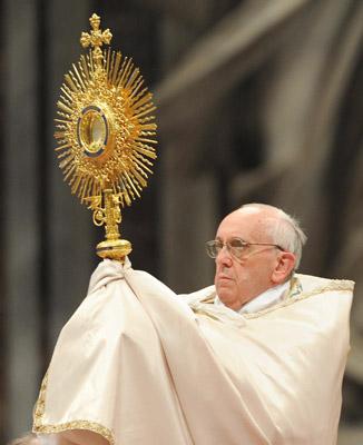 adoracion-eucaristica-papa-g