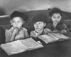 seconddaychederinmukachevo1938-romanvishniac.jpg