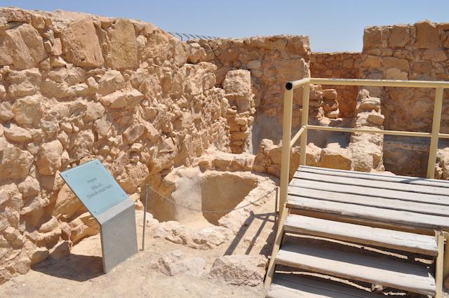 Masada_mikveh_-_katsniffen-1.jpg